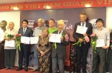 Le Prix Bui Xuan Phai : un photographe presque centenaire remporte le Grand Prix