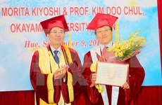 Remise du titre de professeur honoris causa à deux professeurs japonais