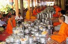 Félicitations aux Khmers en l'honneur de la fête Sene Dolta à Vinh Long