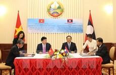Activités du vice-Premier ministre Trinh Dinh Dung au Laos