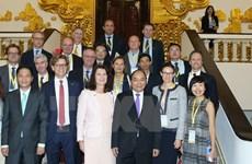 Le Vietnam prend en considération les relations avec la Suède