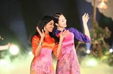 La quintessence de l'ao dài du Vietnam