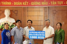 Crues: des Vietnamiens au Laos soutiennent les sinistrés au Centre