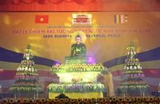 Binh Duong accueille la statue du Bouddha de Jade pour la paix universelle