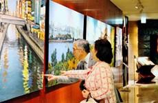 Un peintre vietnamien expose des tableaux sur des paysages japonais à Tokyo