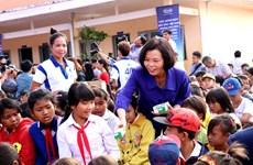 Vinamilk apporte du lait aux enfants démunis de Dak Nong