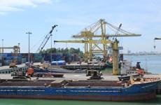 Le port de Dà Nang manutentionne sa première tonne de fret de 2017