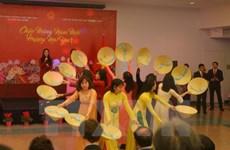 La diaspora vietnamienne à l'étranger accueille le Têt traditionnel de l'Année du Coq