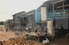 L'ambassade du Vietnam au Cambodge offre des cadeaux aux Viet kieu en difficulté