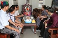 Des cadeaux de Tet aux familles cambodgiennes d'origine vietnamienne