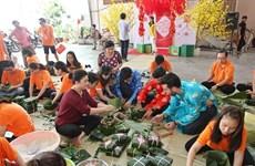 HCM-Ville: Des «banh chung» pour les personnes démunies