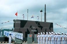 Cérémonie de lever des couleurs sur deux nouveaux sous-marins