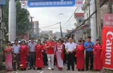 Canon Vietnam illumine des routes rurales dans la province de Bac Giang