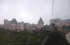 Un village français modèle réduit sur le mont Bà Nà