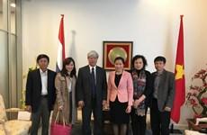 La Revue Công San du Vietnam souhaite une coopération avec la presse néerlandaise