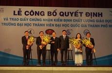 Des certificats d'excellence pour les facultés de l'Université nationale de Hô Chi Minh-Ville