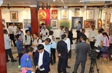 Une exposition artistique pour marquer les relations diplomatiques Vietnam-Laos