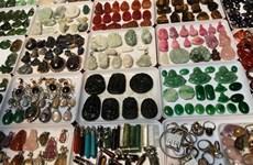 Une foire des pierres précieuses au cœur de Hanoï