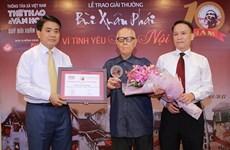 """Le 10e Grand Prix """"Bui Xuan Phai - Pour l'amour de Hanoï"""" décerné à Huu Ngoc"""