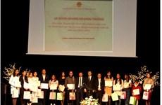Cérémonie en l'honneur des Vietnamiens brillants en R. tchèque