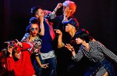 Des danseurs américains et vietnamiens se donnent en spectacle