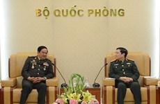 Le ministre de la Défense reçoit des anciens combattants cambodgiens et laotiens