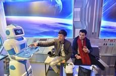 Hanoi : un café propose un robot-serveur