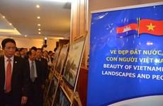 Exposition photographique sur les relations Vietnam-Cambodge à Phnom Penh