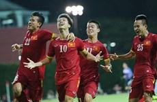Le PM Nguyên Xuân Phuc félicite le Onze vietnamien