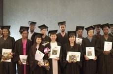 Remise de diplômes de master à cinq Vietnamiens en Israël