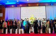 Des ambassadrices et députées en tournée de travail à Hoa Binh