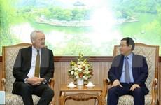 Le vice-PM Vuong Dinh Hue reçoit le président du groupe allemand TalanxAG