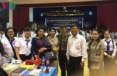 Programme d'échange entre écrivains et exposition de livres de l'ASEAN au Laos