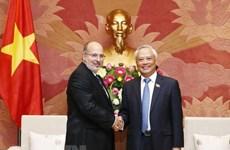 Le vice-président de l'AN Uong Chu Luu insiste sur l'amitié traditionnelle avec Cuba