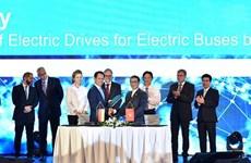 VinFast et Siemens signent deux accords portant sur la fabrication de bus électriques