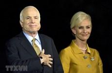 Des images du sénateur américain John McCain