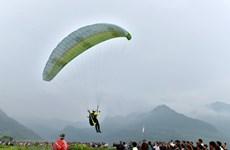 Le premier vol en parapente organisé à Tuyen Quang