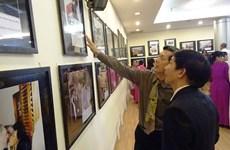 """Ouverture de l'exposition de photos """"Amitié et solidarité entre le Vietnam et Cuba"""" à HCM-Ville"""