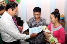 Dà Nang lance son projet pilote de livraison d'acte de naissance à domicile