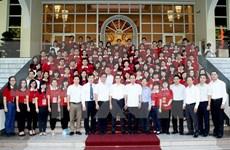 Le vice-PM Vu Duc Dam rencontre les premiers lauréats des universités de Hanoi
