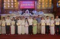 Plus de 200 bourses Odon Vallet pour des jeunes de Thua Thiên-Huê