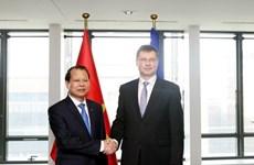Vu Van Ninh rencontre le vice-président de la Commission européenne