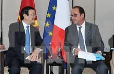Le président Truong Tan Sang rencontre son homologue français François Hollande