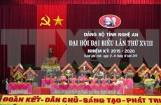 Des dirigeants vietnamiens à des congrès provinciaux du PCV