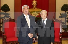 Des dirigeants reçoivent le ministre japonais de la Défense