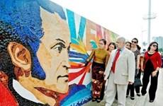 Une mosaïque en céramique du Venezuela inaugurée à Hanoi