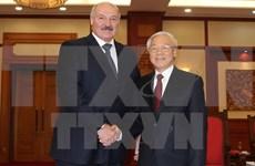 Des dirigeants vietnamiens reçoivent le président biélorusse Alexandre Loukachenko