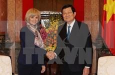 Truong Tan Sang reçoit la présidente de la Commission des affaires étrangères de l'AN française