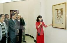 Glorifier le président Ho Chi Minh à l'étranger