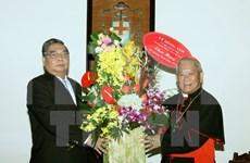Noël : un dirigeant du Parti rend visite aux catholiques et protestants